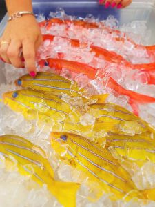 hawaii-honolulu-oahu-voyage-farmers-kakaako-market-poissons