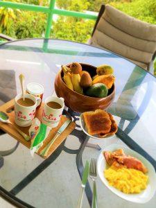 hawaii-honolulu-oahu-voyage-petit-dejeuner-terrasse