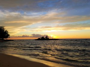 hawaii-honolulu-oahu-voyage-waialee-beach-kukaimanini-island-north-shore-coucher-de-soleil-plage-4